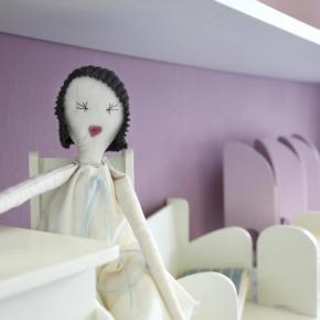 Český designový nábytek pro panenky vásokouzlí