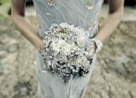 bride with brooch bouquet via tosuityourfancy.com