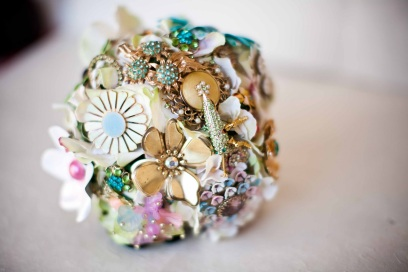 brooch bouquet closeup via lisa-odwyer.blogspot.com