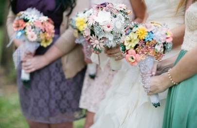 eco-friendly-brooch-bouquets-real-wedding__full-carousel