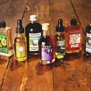 Zbrusu nové parfémy LUSH v unikátním retrostylu